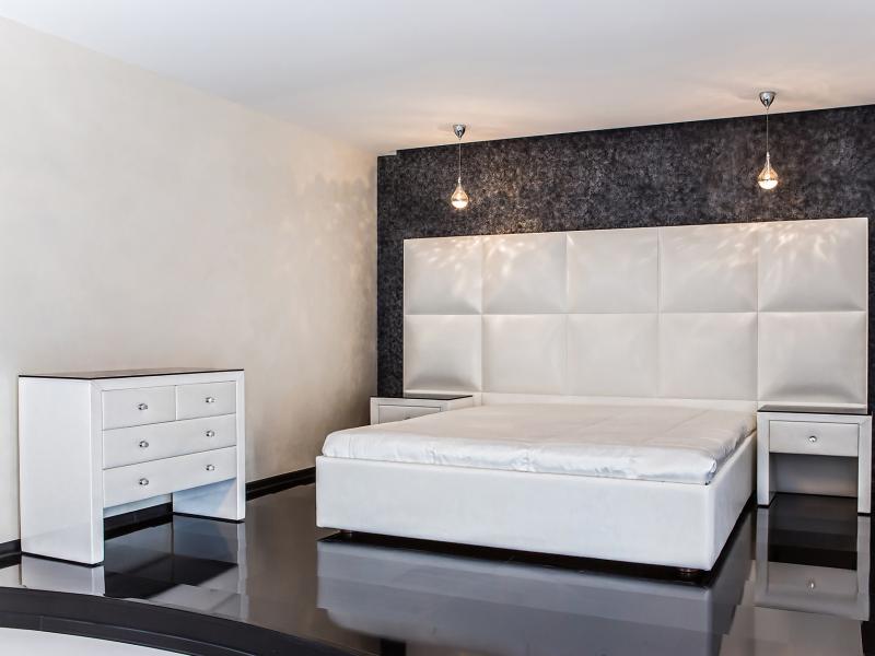 Спальня класса люкс для максимального комфрта в аппартаментах квартиры студии 2015 г.